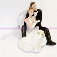 Couple de mariés enlacés, 11,5 x 9 cm