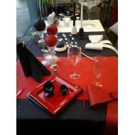 Idée de décoration de table rouge et noir
